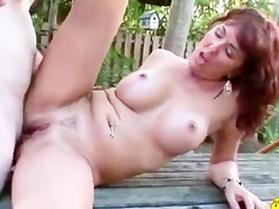 Sexy mature cougar Desi Foxx assfucked